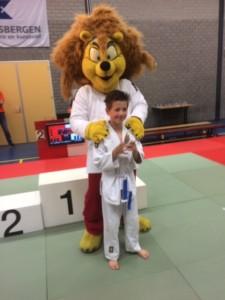 Finn met de leeuw van het toernooi.